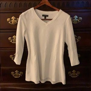 Ivory textured t-shirt with V-neck